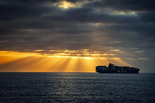 ocean chile city light sunset sea sun luz sol clouds port valparaiso nikon mood ship cargo nubes rays 太陽 日落 rayos viñadelmar 海景 智利 danielaguilera urbaguilera