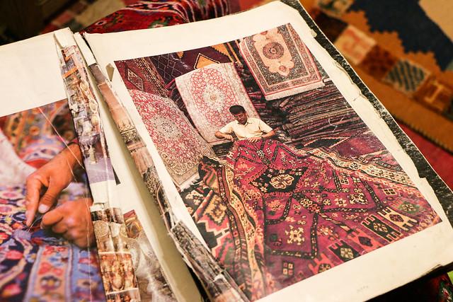 Old photo book in Isfahan イスファハン、古い写真集に載ったパラダイスカーペットの店主