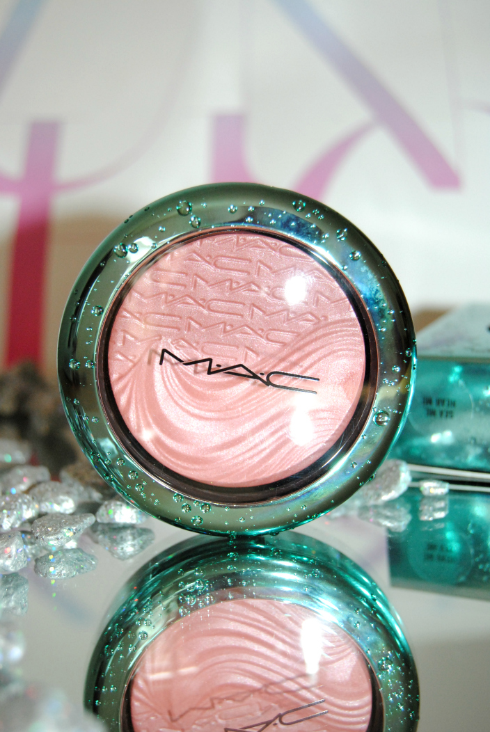 MAC Blush Alluring Aquatic (1)