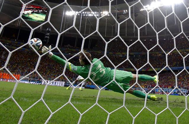 APTOPIX Brazil Soccer 2014 WCup Netherlands Costa Rica