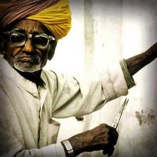 Barber . India