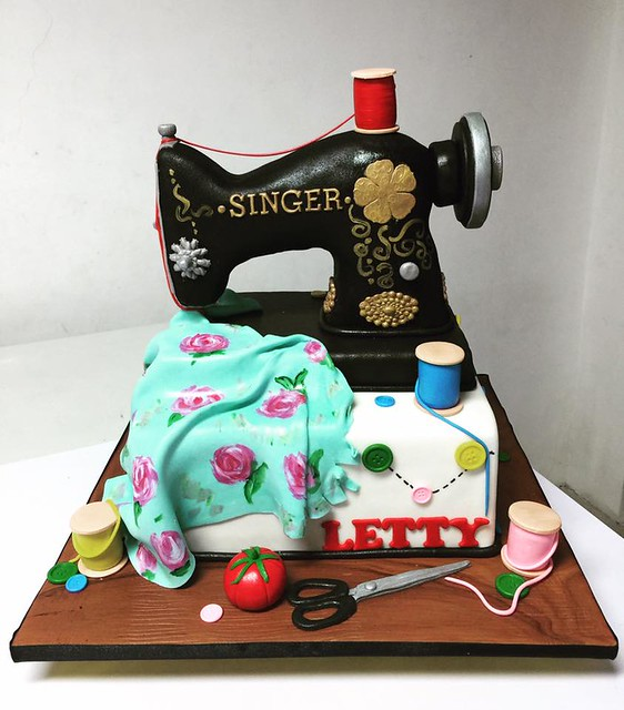Singer Sewing Machine Cake by Liza Carlos Perez of Fairy Anya's Cupcakes