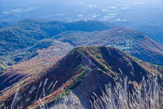朝日岳の東側のピークの紅葉が綺麗!