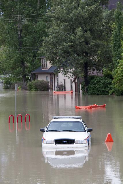 Calgary Flood 2013 - Day 2: police car 1