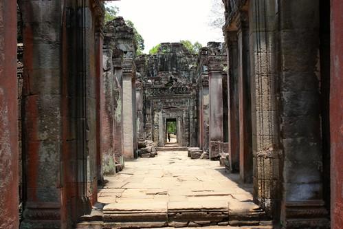 exploring cooridors of Preah Khan