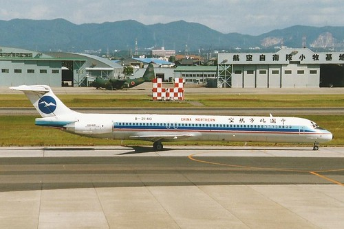 NAGOYA KOMAKI 22-24 OCT 2002 CHINA NORTHERN DOUGLAS MD82 B-2140