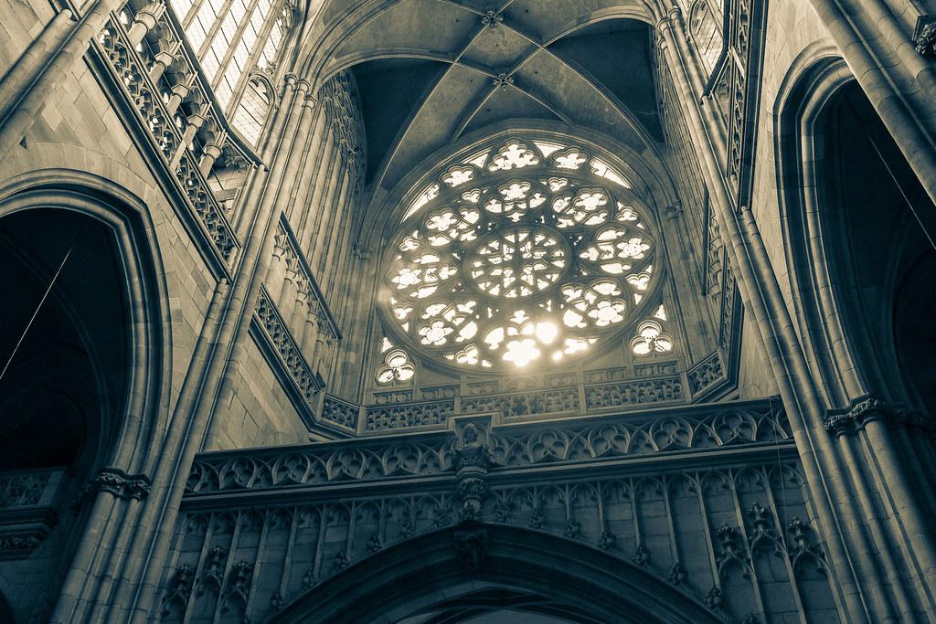 קתדרלת ויטוס הקדוש מבפנים