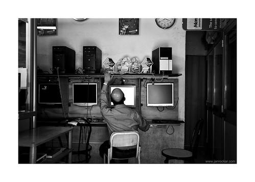 internet cafe: on the verge of extinction
