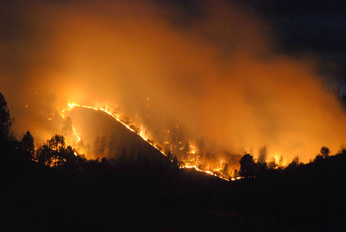 california ca lake news night fire long exposure shasta northern wildfire