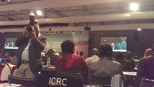 台灣青年氣候聯盟COP19青年首度代表國際青年組織(YOUNGO)於聯合國氣候變遷綱要公約(UNFCCC)締約國大會正式會議中發言。(圖:台灣青年氣候聯盟提供。)