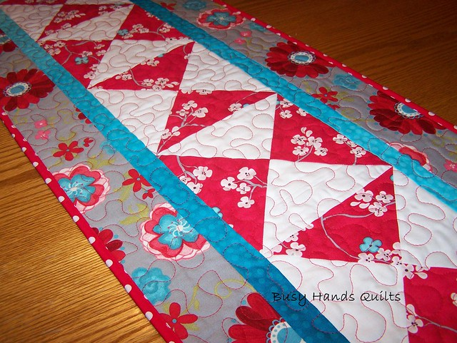 Seaside Cottage Hourglass Table Runner