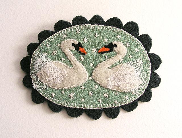 11.30 Swan Brooch