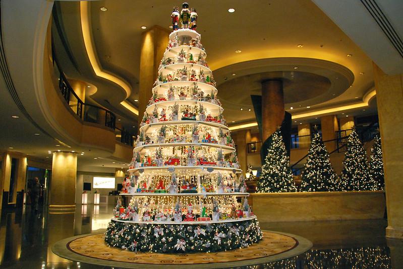 Shangri-La Hotel Kuala Lumpur's Christmas Charity Tree 2013.jpg