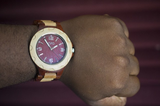 Esposo Reviews: A watch made out of...wood?