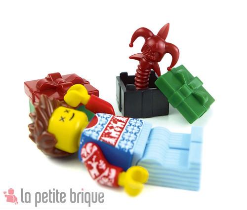 That's what it says : Death-in-the-box ! by LaPetiteBrique.com