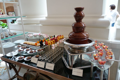 Chocolate Fountain & more desserts. Sunday Champagne Brunch at InterContinental Singapore