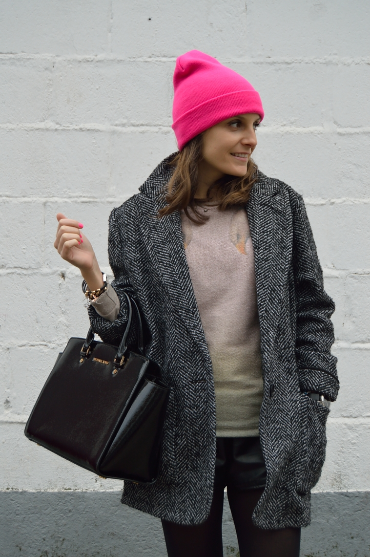 lara-vazquez-madlula-blog-fashion-style-chic-pink-beanie-rosa-gorro