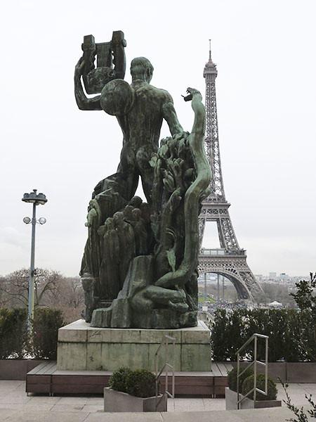 arrière de la statue de bouchard