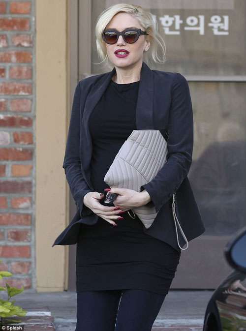 Pregnant Gwen Stefani not ready to give up her high heels just yet