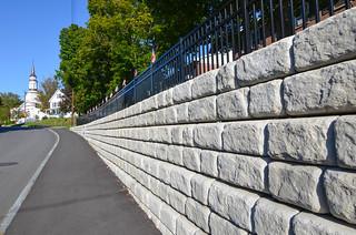 Redi-Rock-cobblestone-gravity-road-RRNE-MapleStreet-1.jpg
