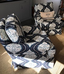 Loving the fun fabric on these #fourseasons #swivelchairs! #belltower #lakehouseliving #belltowerdesign #slipcoveredchair #interiordesign #indoorfurniture #enjoylakehouseliving