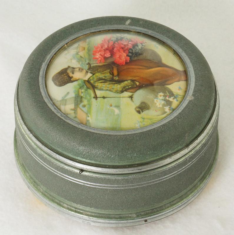 RD15027 Vintage Wind Up Music Powder Trinket Box Dutch Boy Round Aluminum DSC06806