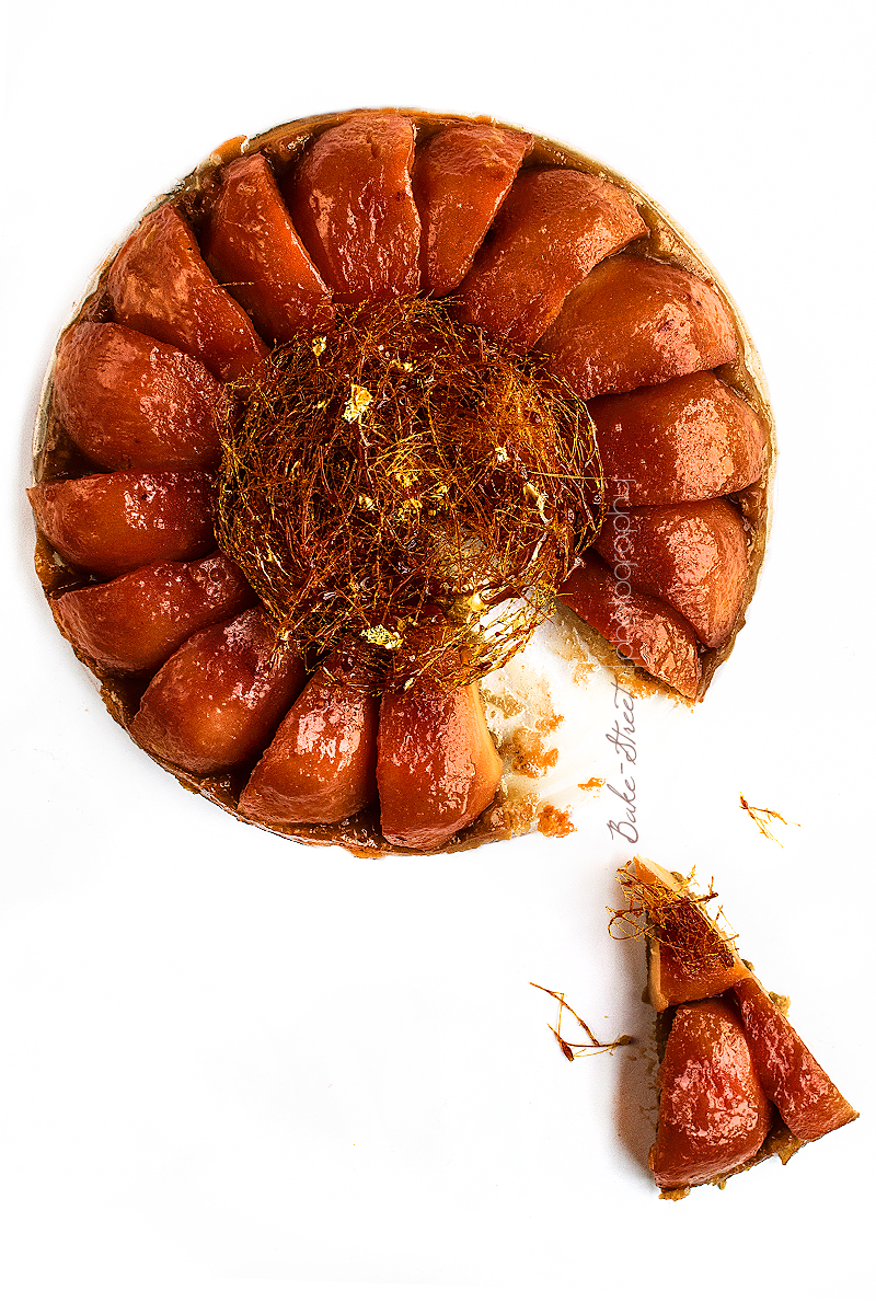 Tarte tatin de membrillo y nido de caramelo