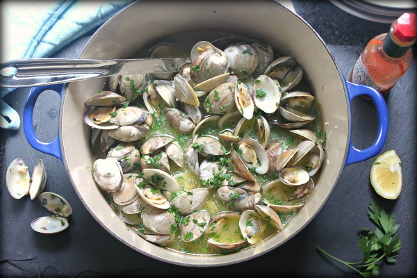 Steamed clams with white wine butter sauce recipe