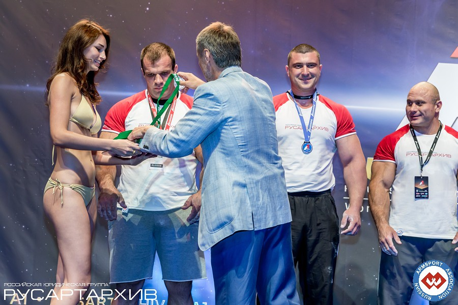 Alexander Filimonov giving the medals to the Absolute Class winners │ A1 RUSSIAN OPEN 2013, Photo Source: armsport-rus.ru