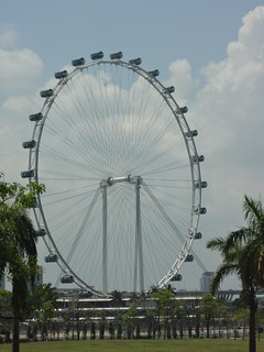 Singapore Flyer Wheel जवळ सिंगापुर की छवि. gardens by bay flyer singapore south sg