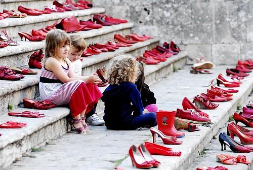 In Mezzo Alle Scarpette Rosse San Gimignano
