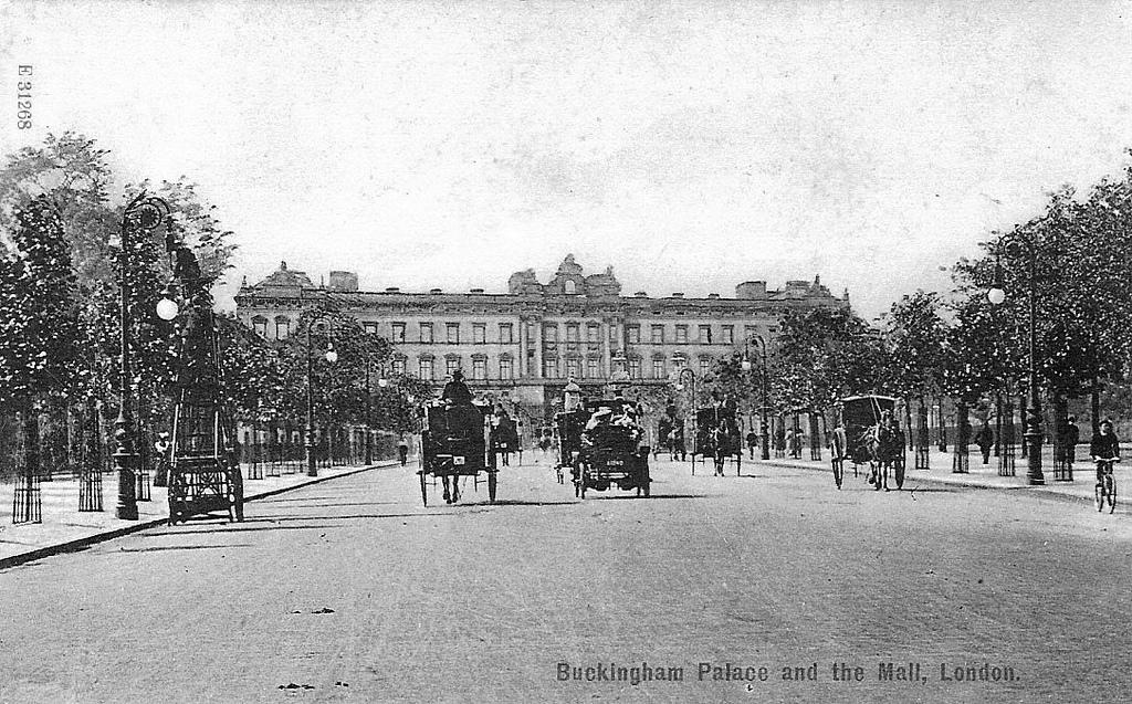 4. El palacio de Buckingham a principios de siglo. Autor, Leonard Bentley