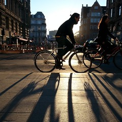 Ah. Nordic autumn light. #copenhagen #streetphotography #cyclechic