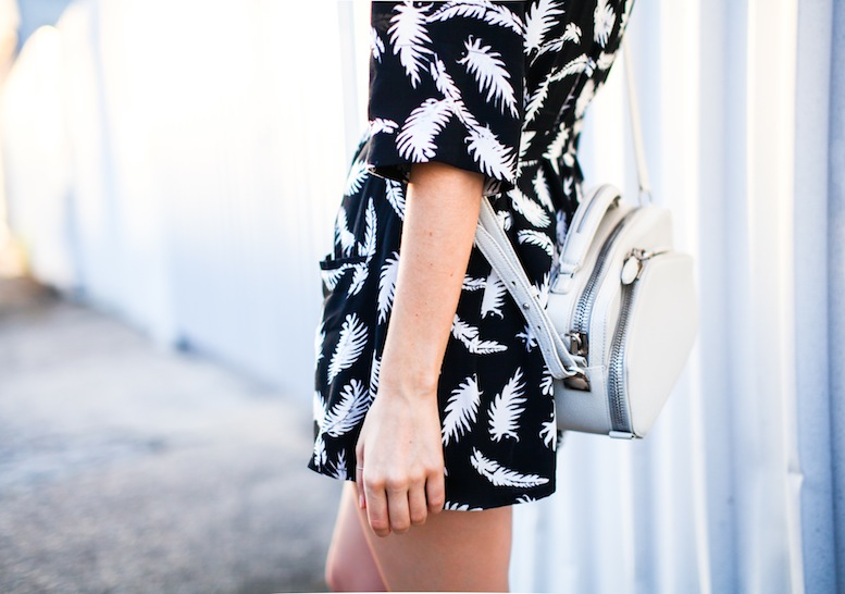 modern legacy fashion blog ebony eve palm print dress street style inspo details celine monochrome trend (5 of 5)