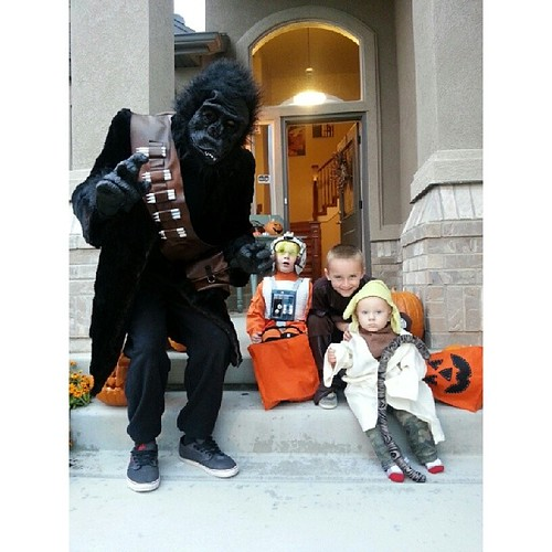 We added a gorillasquatchbacca to our trick or treating fun tonight. #scaredbaby @willie_petersen44 #bestuncle