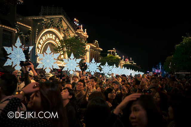HKDL - Christmas Illumination - Snowflakes 2