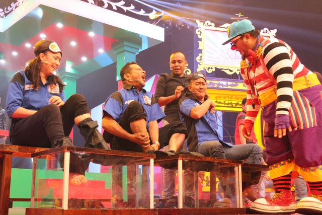 Kumpulan Aku Diandra di dalam permainan Karaoke Uncle Spa