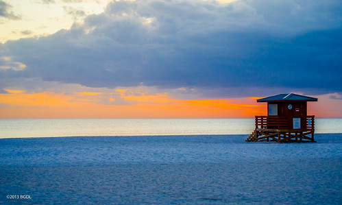 sunset florida sarasota 365 lifeguardstation starmandscircle lidobeach nikond7000 bgdl lightroom5 nikkor55200mm1456g