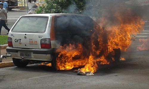 Fogo em carro da GVT