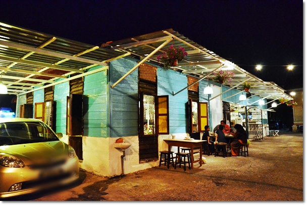 Thumbs Cafe - Old Kampung Style Design