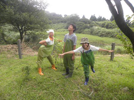 環資有一群可愛的工作夥伴,在工作中總能自得其樂,玩得很開心。圖說:在陽明山上做環境監測