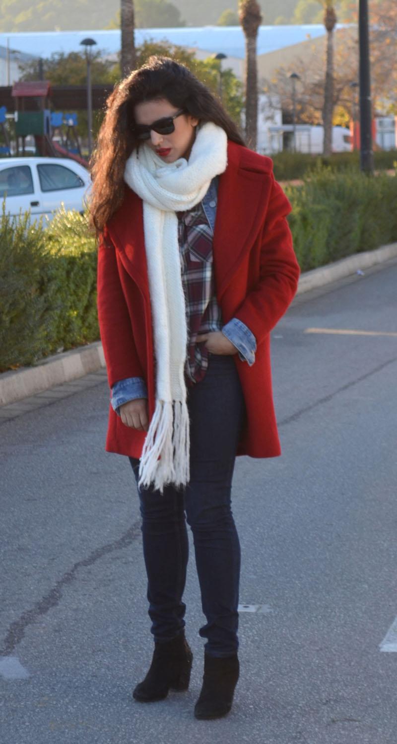 como combinar abrigo rojo man repeller
