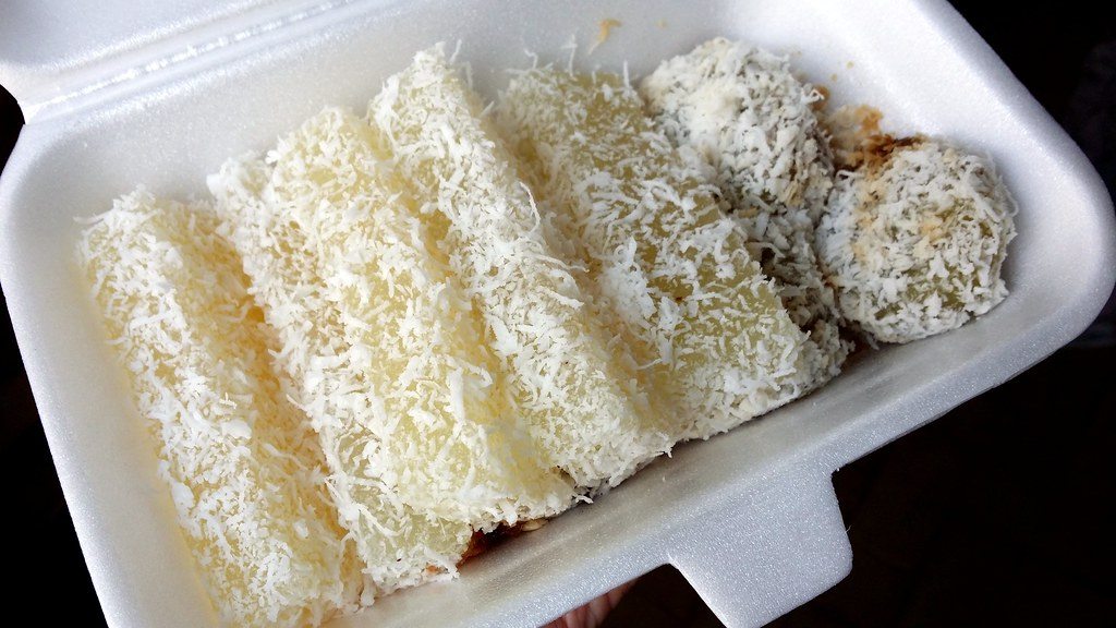 Xing Xing Ondeh-Ondeh Tapioca Cake @ Maxwell Food Centre - Miss Tam ...