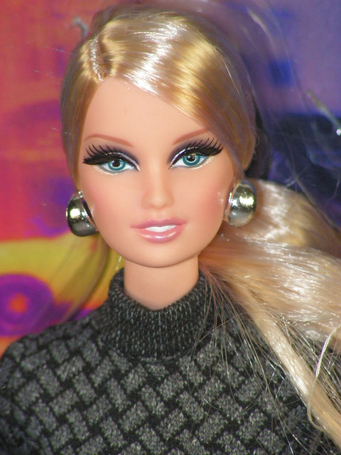 2013 The Barbie Look City Shopper  Lara (1)