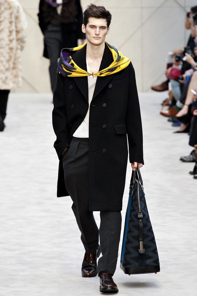 FW14 London Burberry Prorsum016_Luke Cooke(VOGUE)