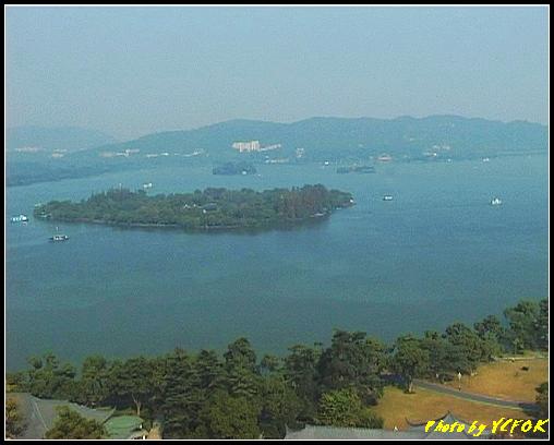 杭州 西湖 (其他景點) - 343 (從西湖十景之 雷峰塔上鳥瞰西湖 最大的島小瀛洲 阮公墩及右上面的湖心亭)