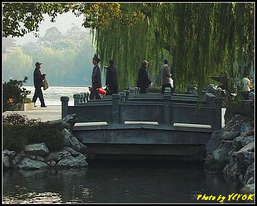 杭州 西湖 (其他景點) - 309 (在西湖十景之 花港觀魚看蘇堤的結束點 左面是蘇堤 右面是南山路)