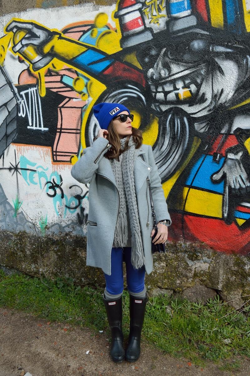lara-vazquez-madlula-blog-style-fashion-grey-coat-cobalt-beanie