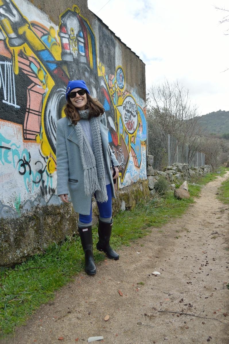 lara-vazquez-madlula-blog-grey-coat-cobalt-blue-outfit