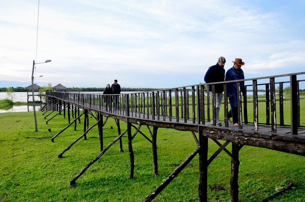 Un puente fue construido sobre lo que antes fue el puerto de Humaitá, que da acceso a un muelle sobre el Río Paraguay, como parte de un conjunto de obras turísticas para el disfrute de los visitantes. (Elton Núñez)